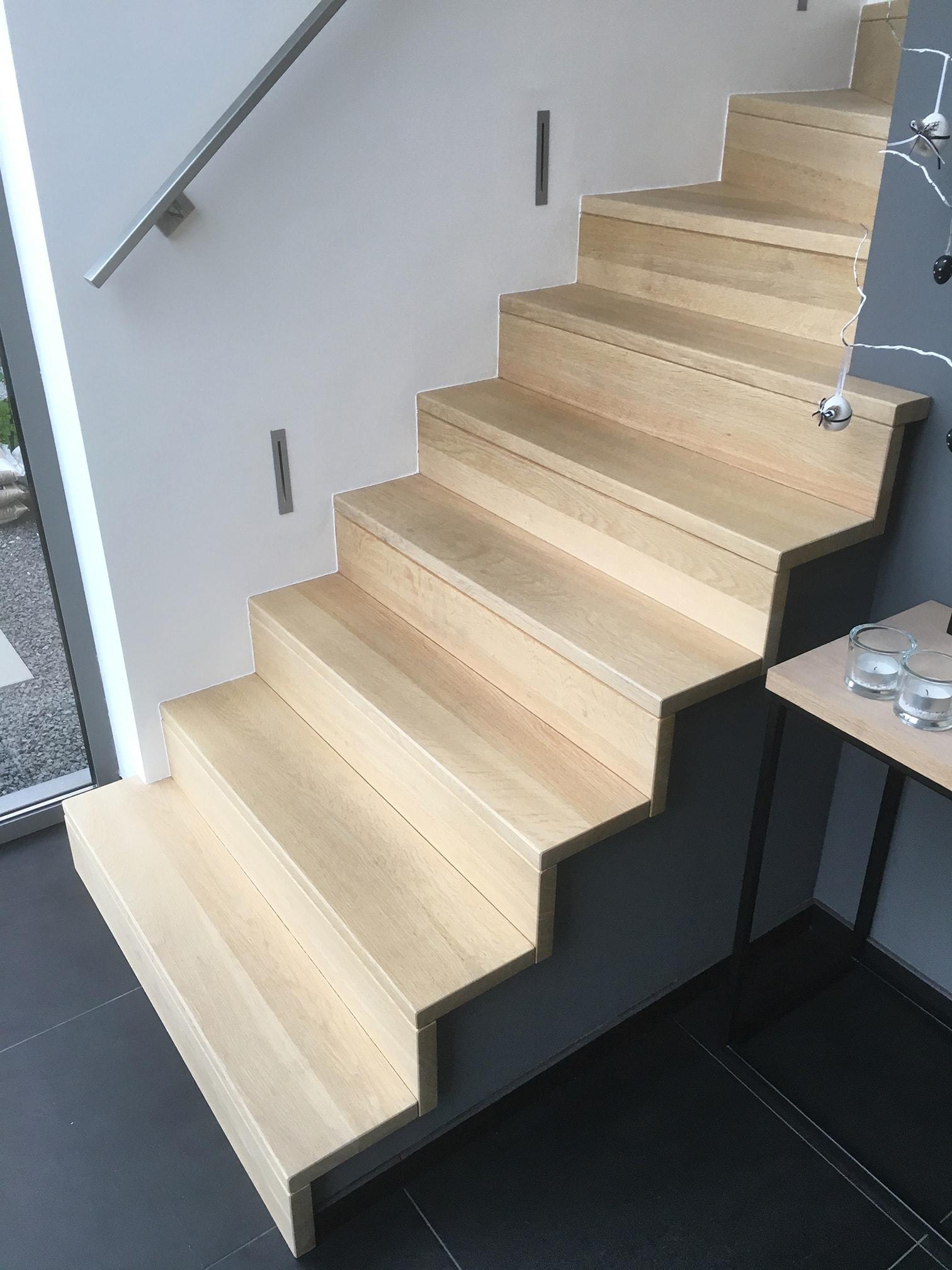 Betonnen trap bekleden met hout schrijnwerkerij for Trap op maat bestellen
