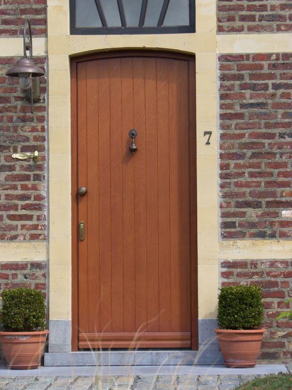 Houten ramen en deuren op maat schrijnwerkerij for Houten trappen op maat gemaakt
